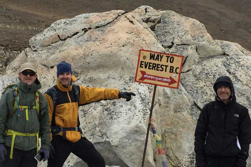 how are trekkers dressed for Everest base camp trek